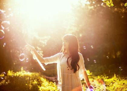 正能量文字带图:别轻易松开你的梦想,总有一天它会在你手里发光